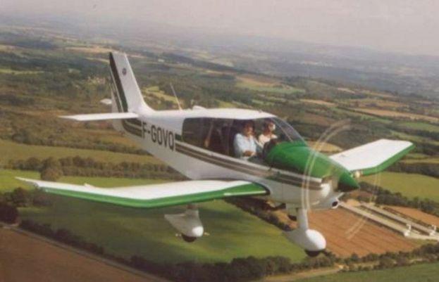 فرانس کے دارالحکومت میں مسافر بردار چھوٹا طیارہ پرواز بھرنے کے تھوڑی دیر بعد ہی گر کر کرتباہ ہوگیا