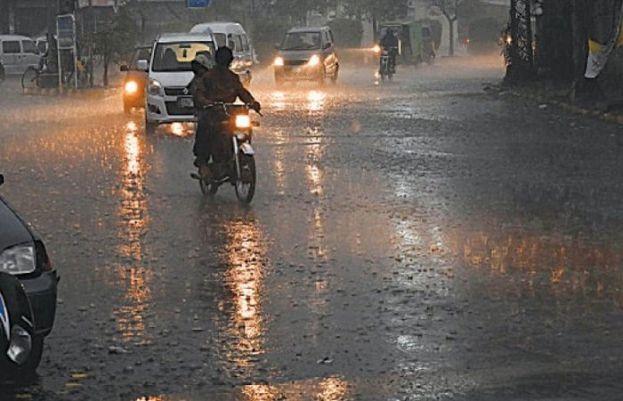 مختلف شہروں میں تیز آندھی اور موسلا دھار بارش، گرمی کا زور ٹوٹ گیا