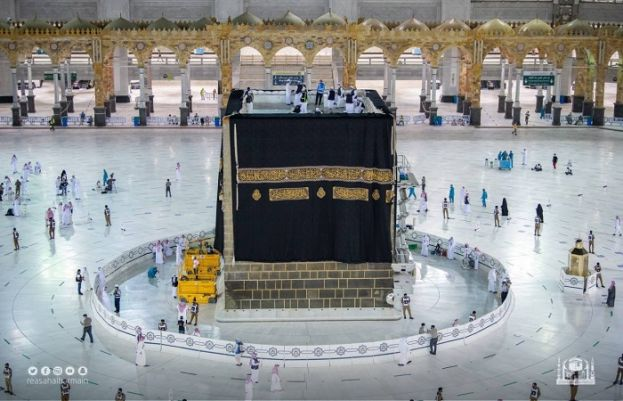 HOLY KAABA ADORNED WITH NEW KISWA IN MAKKAH, SEE VIDEO AND PHOTOS